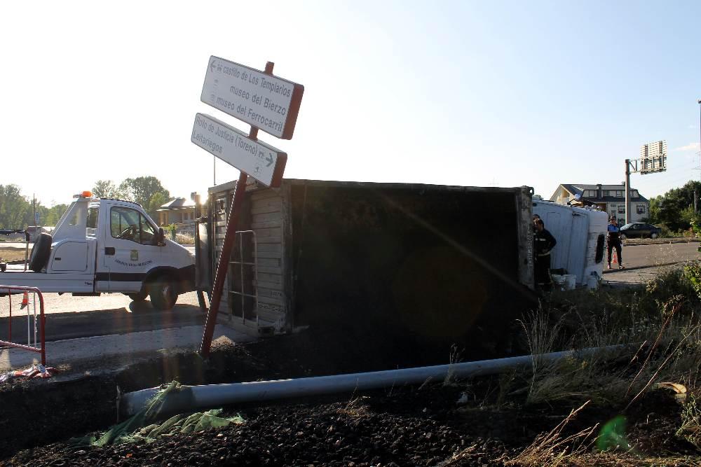 camion volcado columbrianos 2