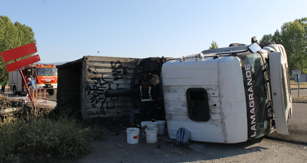 camion volcado columbrianos