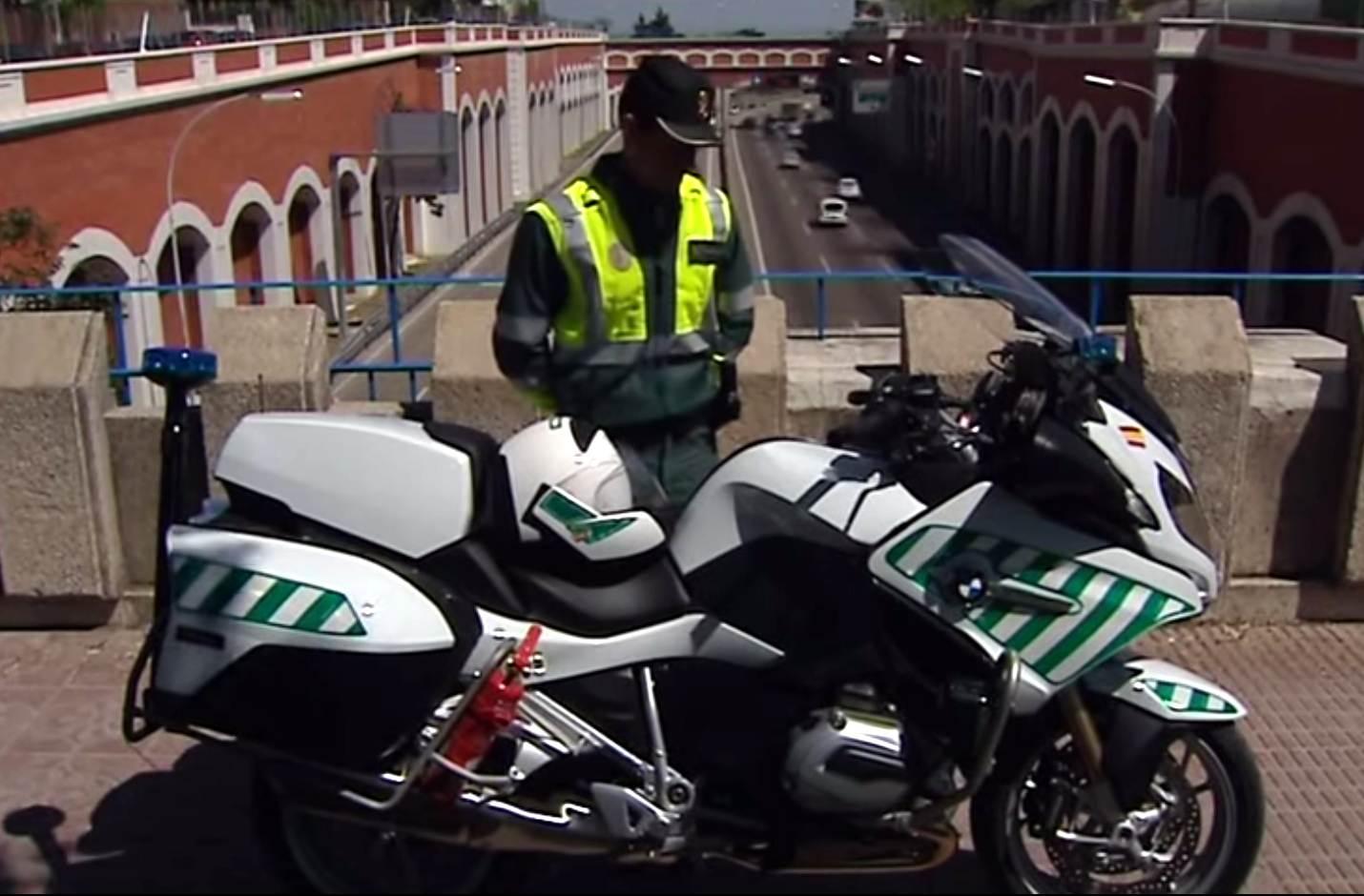 guardia civil trafico moto