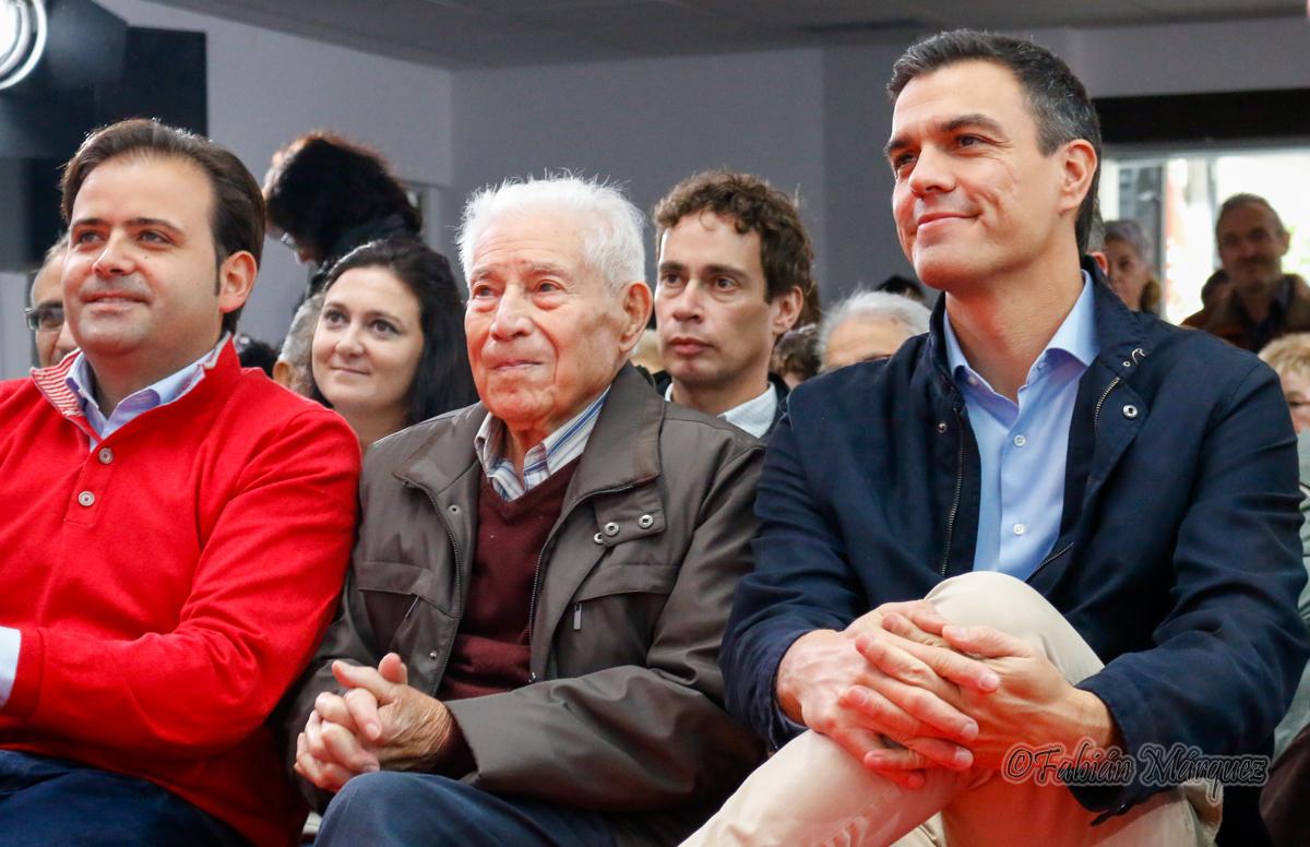 En el centro el homenajeado: Antonio Fernández